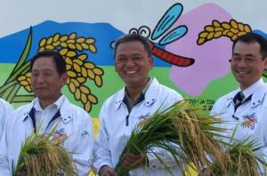 輸出米「なすひかり」収穫式