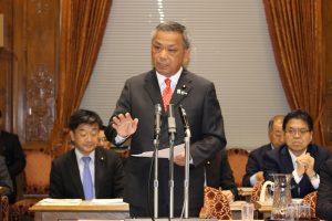 総理や関係閣僚に質問をぶつける高橋議員